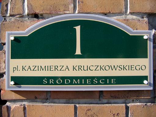 Nowa tabliczka z numerem budynku